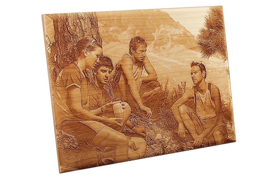 Grabado láser fotografía en madera