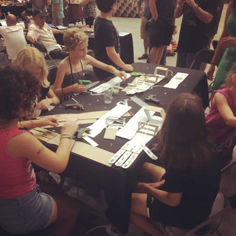 Brazos robóticos Vailets Maker Faire