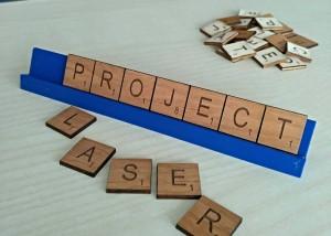 Scrabble de madera cortada con láser